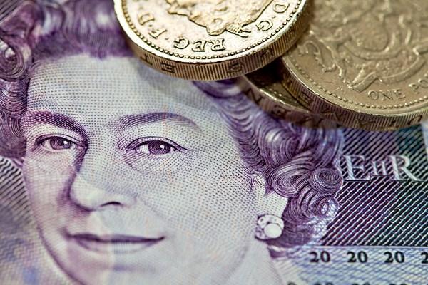 Dobre dane z brytyjskiej gospodarki wspierają Funta