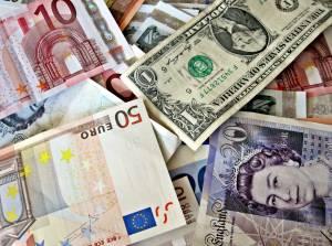 Kurs euro z celem powyżej 1,26 USD, a funta blisko 1,44 USD - prognozuje Commerzbank