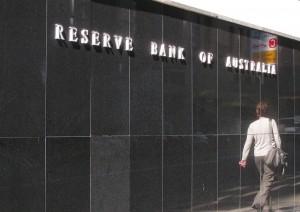 Kurs dolara australijskiego spada. RBA obniży stopy procentowe i rozszerzy program QE?