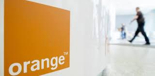 Orange rozważa sprzedaż infrastruktury światłowodowej. Kurs blisko 8 zł