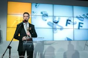Daniel Kostecki ze statuetką FxCuffs