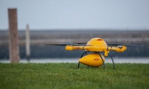 Niemiecki konkurent Amazon PrimeAir - parcelcopter od DHL. |źródło: theguardian.com