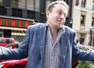 Elon Musk rozkłada ręce