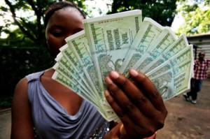 Hiperinflacja - moment w którym każdy jest milionerem. |źródło: PAP