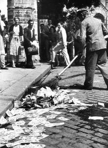 Powojenna sytuacja Węgier była na tyle beznadziejna, że bezwartościowe pieniądze leżały na ulicy.