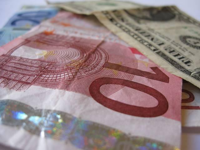 Kurs EUR/USD utrzyma się powyżej 1,20 - uważają ekonomiści ING Banku i Westpac