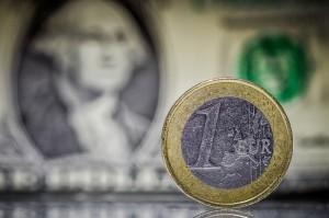 Kurs euro zyskuje do dolara, jednak wojna handlowa nie powinna wspierać EUR/USD