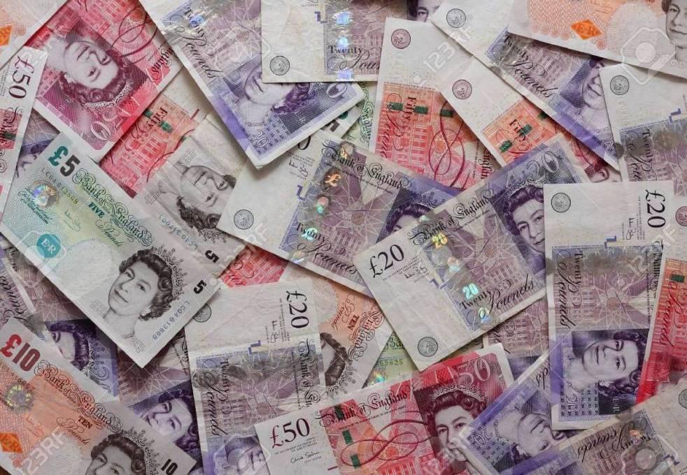Kurs walut dolar euro i frank osłabiająsięwe wtorek. Funt stanowi wyjątek, 11 grudnia