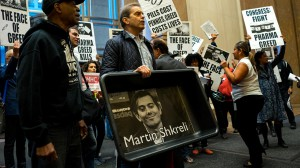 Działania Shkreli'ego w związku z cenami leków były masowo krytykowane i komentowane przez amerykańskie społeczeństwo
