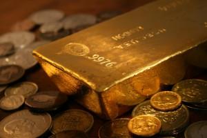 Cena złota w czwartek wybiła w górę w wyniku nowych postanowień Fed