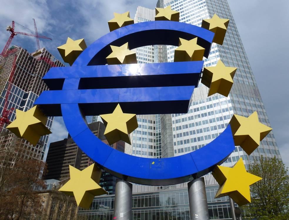 Kurs euro najwyżej od 2 m-cy. EBC walczy z niską inflacją