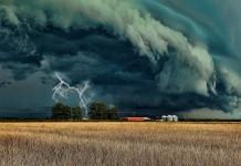 Burza nad polem uprawnym