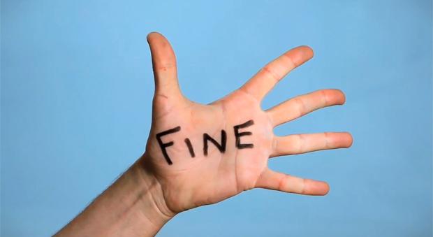 kara, fine napis na dłoni