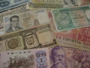 Kurs dolara (USD) zyskuje na obawach o drugą falę zachorowań. Rynki w potrzasku
