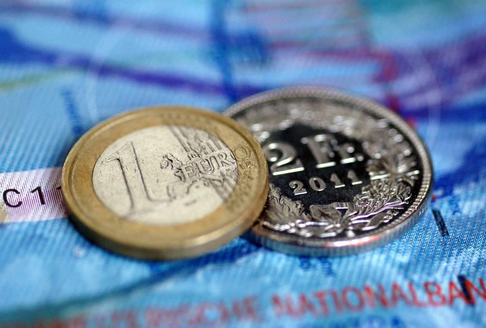 Kursy walut euro, funt i frank silniejsze od złotego we wtorek. Dolar nieznacznie traci, 10 grudnia