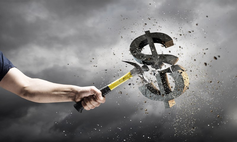 Kurs dolara spada do 4,17 zł, funt powyżej 5 zł. Ile kosztują euro i frank 26 marca?