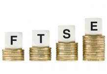 Kostki z napisem FTSE na bilonie