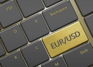 klawiatura z klawiszem podpisanym EURUSD