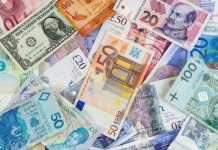 Banknoty różnych walut w tym m.in. PLN USD GBP