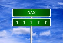 Znak drogowy w tę stronę DAX