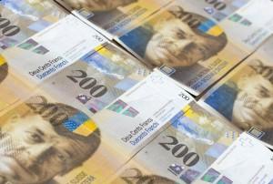 Kurs franka szwajcarskiego przy 4,11 PLN. Para CHF/PLN testuje średnią kroczącą