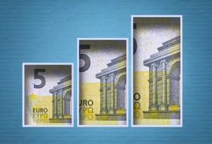 Kurs euro (EUR/USD) zwalnia. Kurs dolara pod presją 30% spadku PKB