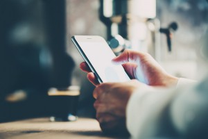 Inwestorzy na GPW 85% transakcji dokonują przez Internet, coraz częściej mobilnie