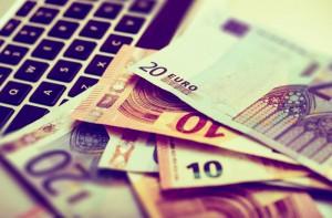 Kurs euro do złotego (EURPLN) konosliduje, EURPLN po 4,5580 zł we wtorek 12 maja