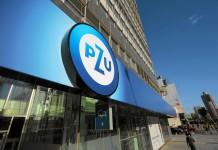 Logo PZU na budynku