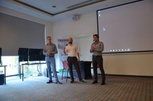 Od lewej: Michał Dzierżęga, Maciej Biskup oraz Tomasz Przybycień podzielili się z słuchaczami najnowszym projektem edukacyjnym nad którym pracują.