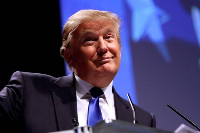 Donald Trump grozi wysokimi cłami na samochody z UE w przypadku braku porozumienia handlowego