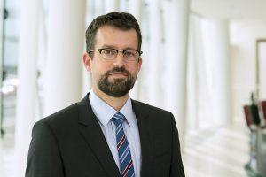 Zapoznaj się z raportem Johna J. Hardy'ego, dyrektora ds. strategii rynków walutowych w Saxo Banku