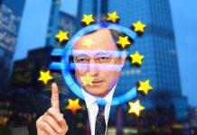 mario draghi na tle symbolu euro