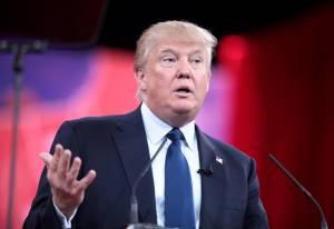 Kurs dolara (EUR/USD) traci na początku tygodnia. Trump podpisał ustawę o pakiecie pomocowym