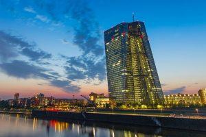 Niezależność banków centralnych zanika, pokazuje badanie EBC
