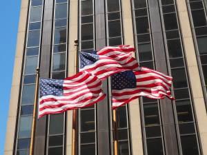 Produkcja przemysłowa spada o 7,7% w ujęciu rocznym w USA. Ceny ropy wzrastają do 41,5 USD
