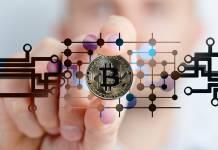 bitcoin w palcach