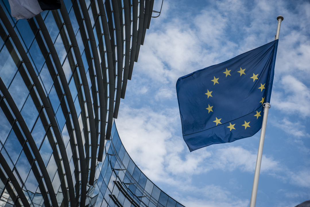 Giełdy w Europie (DAX i FTSE) w górę. Europa emituje koronaobligacje warte 750 mld EUR