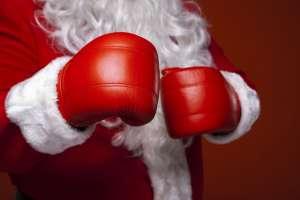 Mikołaj w rękawicach bokserskich
