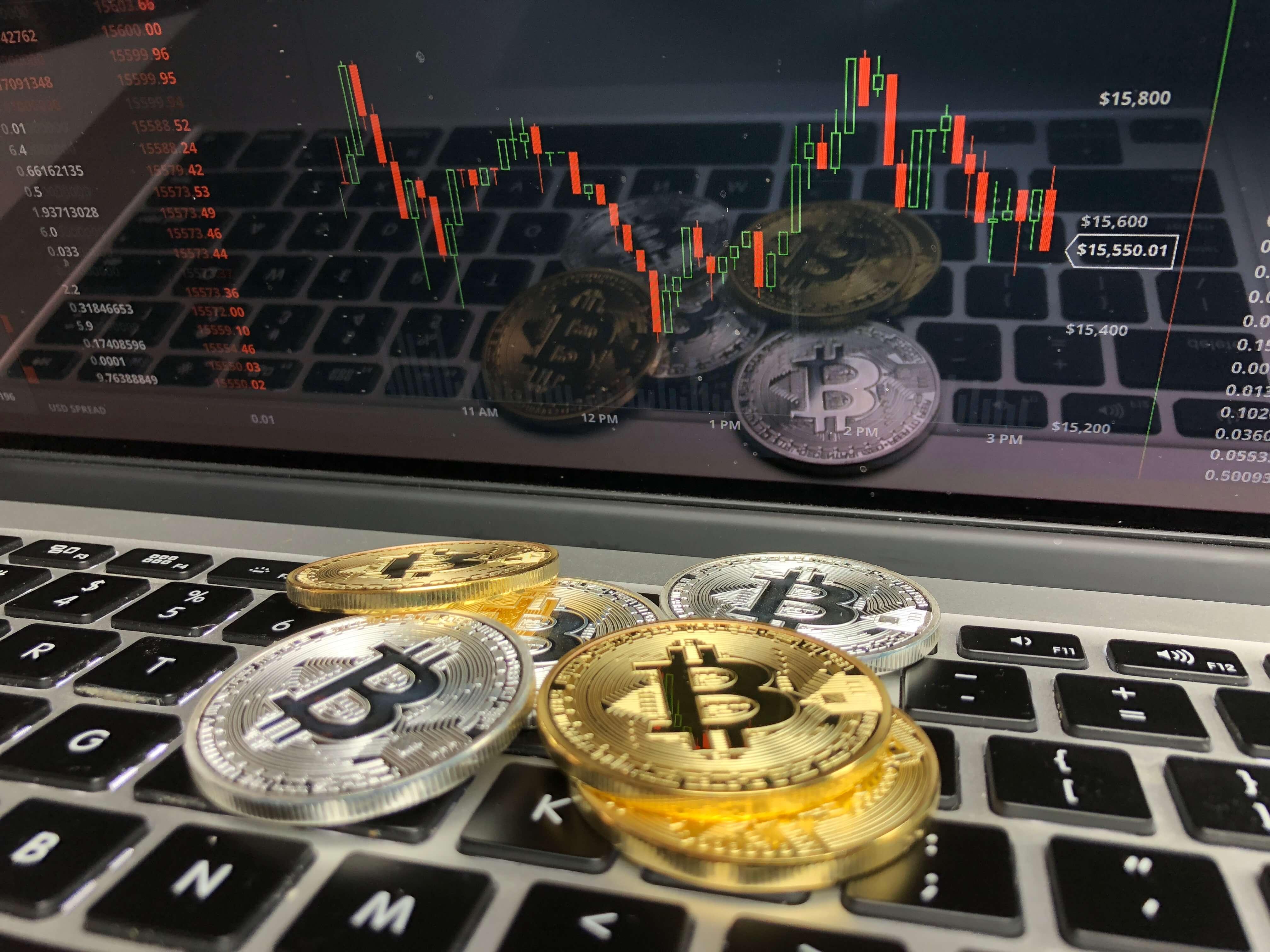Dlaczego cena Bitcoina jest tak zmienna?