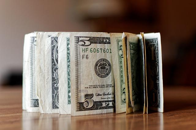 b9cb0e918b04 Zwitek banknotów dolara amerykańskiego (USD)