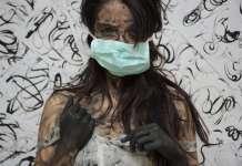 Kobieta w masce higienicznej