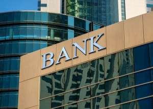 Napis bank na budynku