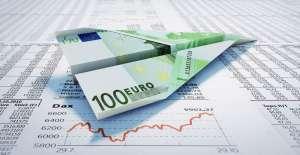 papierowy samolot z euro