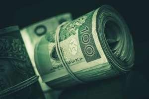 Fundusze i giełda przyciągają Polaków odkąd z lokat nie ma zysków