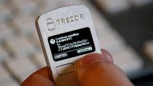 Apple i fałszywa aplikacja Trezora: stracili 1,6 mln dol. w bitcoinach (BTC)