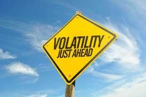znak drogowy z napisem volatility ahead