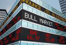 budynek z napisem bull market