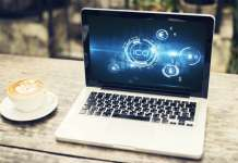 laptop z napisem ICO