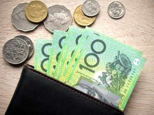 Portfel z dolarami australijskimi AUD w monetach i banknotach